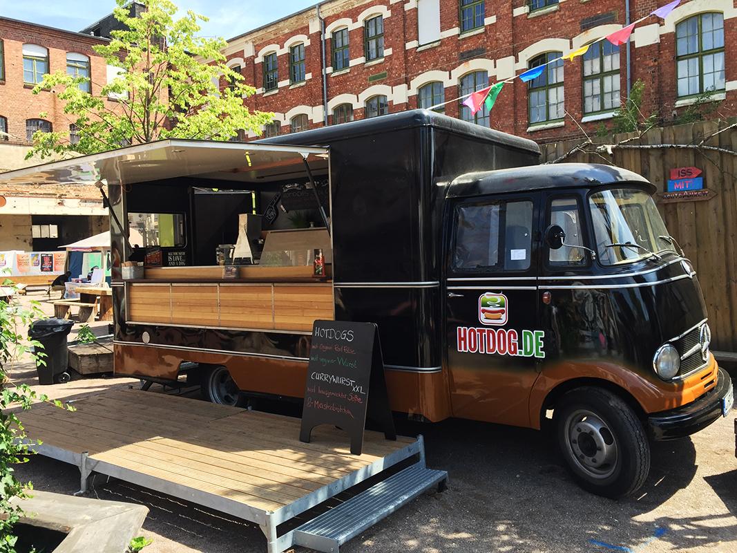 streetfood catering mit dem oldtimer foodtruck von. Black Bedroom Furniture Sets. Home Design Ideas
